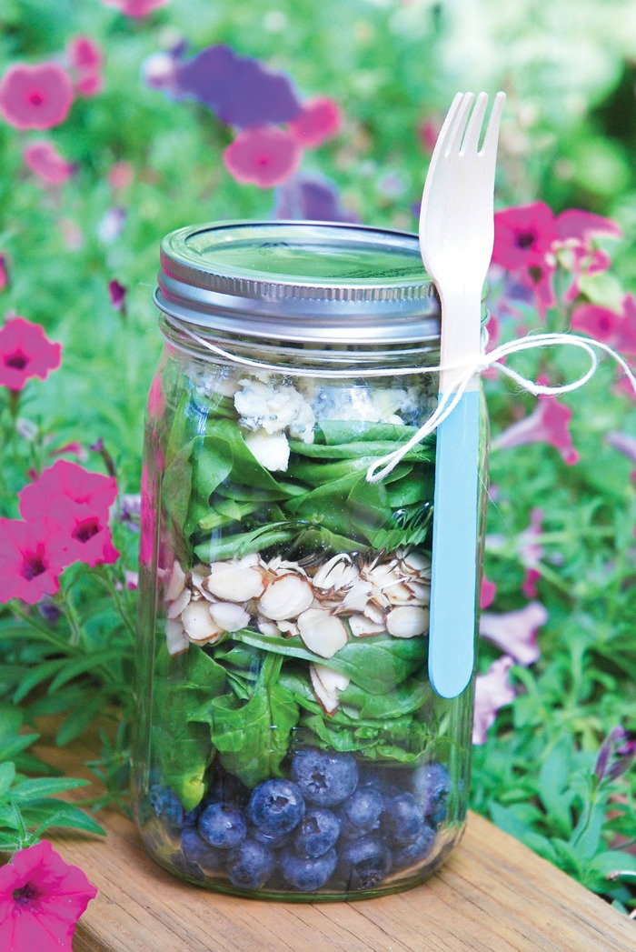 blueberry-spinach-salad-in-mason-jars