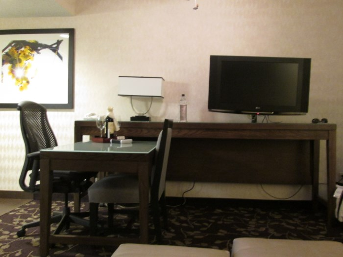embassy-suites-napa-sitting-area-2 (700 x 526)