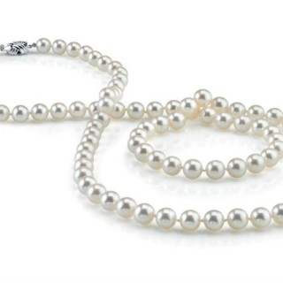 4 Reasons Why Pearls Make a Great Gift