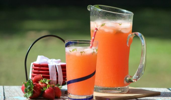 Refreshing Strawberry Lemonade Mojito Mocktail