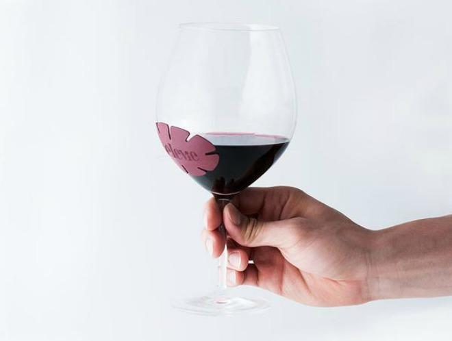 Elevie-on wine glass