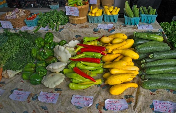 sumemr squash at the farmer's market