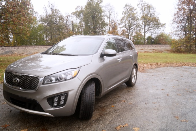 See why the 2017 Kia Sorrento SXL V6 makes a perfect road trip vehicle.