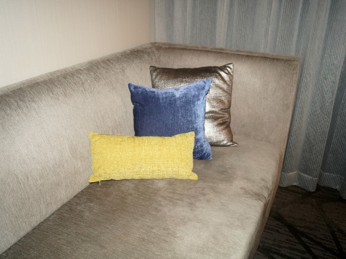 sitting-area-couch