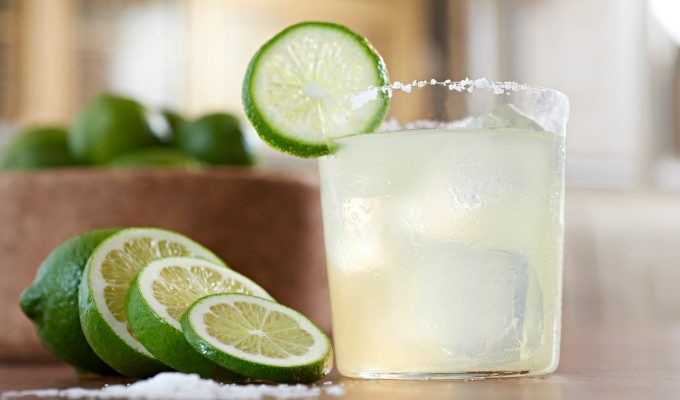 How to Make a Classic Margarita on the Rocks