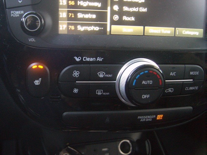 Kia Soul Air Conditioning and Heated Seats controls