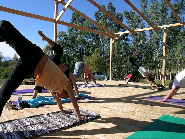 yoga-class-outside