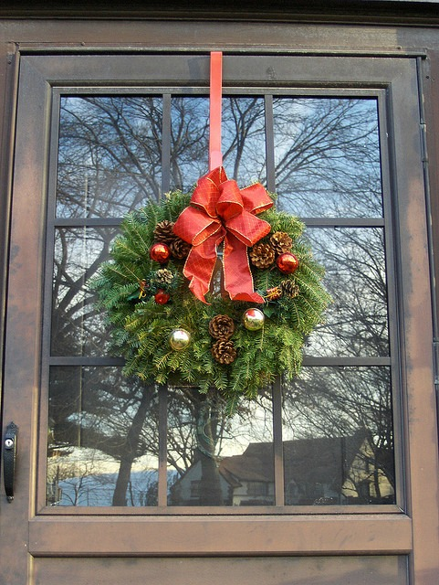 christmas-wreath-on-door