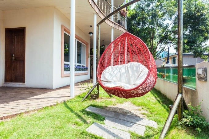 outside swinging chair