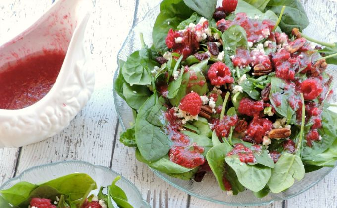 Spinach Gorgonzola salad with Homemade Raspberry Vinaigrette