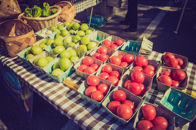 tomatoes at the farmers market