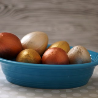 easy faux gilded easter eggs in blue 2