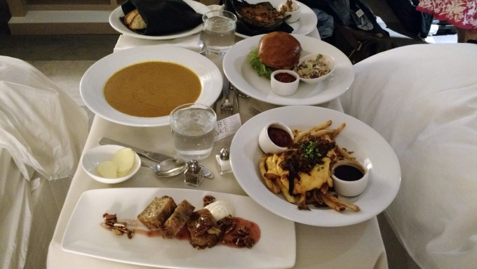 Firelake Grill Room Service, Radisson Blu hotel, Minneapolis, MN