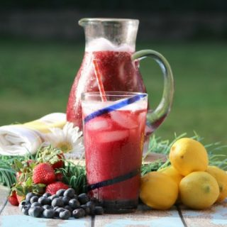 Make this delicious fresh strawberry blueberry lemonade recipe today!