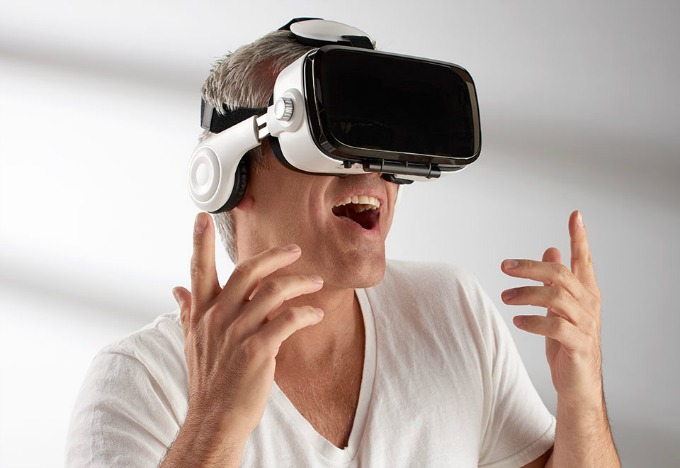 Sharper Image virtual Reality Headset with bluetooth