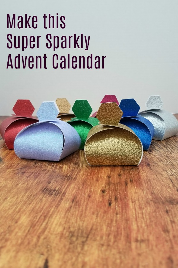 How to make this super sparkly Gliter Advent calendar for Christmas. It's also great for other times of the year, like favors of place settings.#cricut #marthastewart #christmas