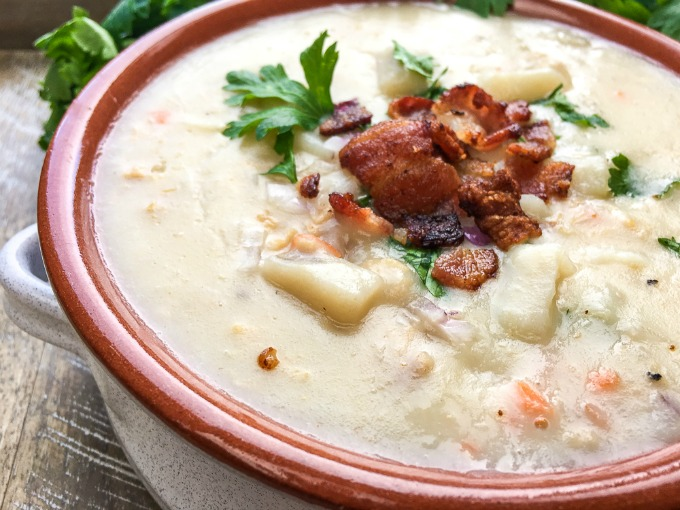 Simple and Easy New England Clam Chowder Soup Recipe