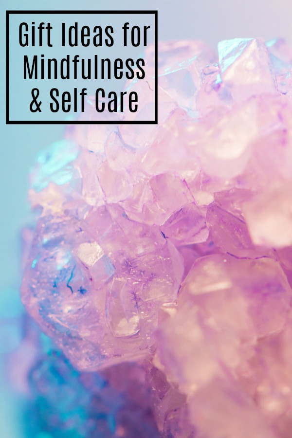 Great gift ideas for mindfulness and self care | spiritual | crystals | chakra | woowoo | woo woo | Mindful | caring | Spirituality | Earth mother | goddess | Present idea | friends | #giftideas #mindfulness #selfcare #spirituality