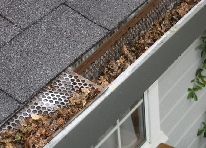 house gutters full of leaves